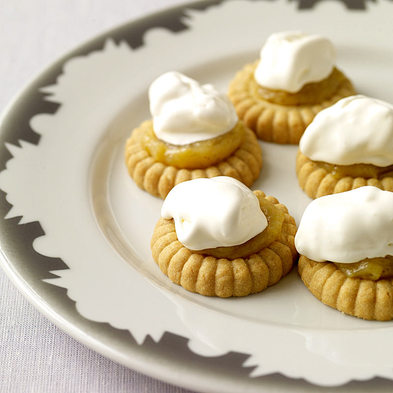 Photo of Homemade lime curd with butter cookies and cream by WW