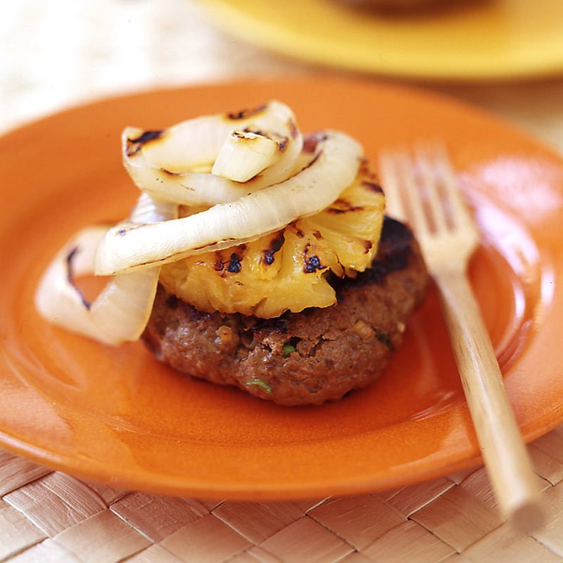 Photo of Grilled asian burgers with onion and pineapple by WW