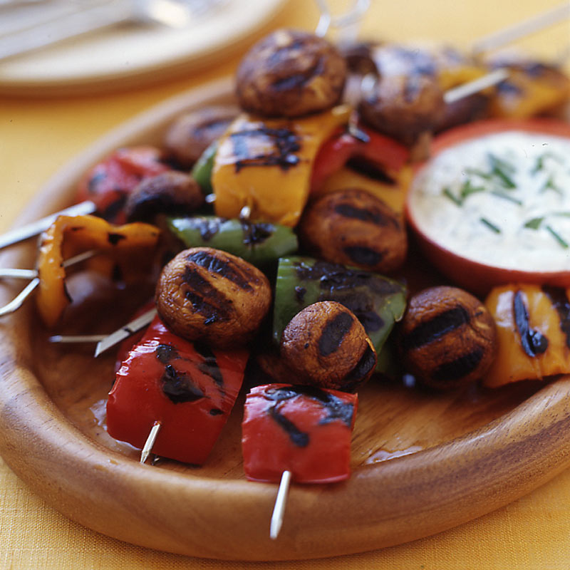 Photo of Pepper and mushroom kebabs with a yogurt-dill dip by WW