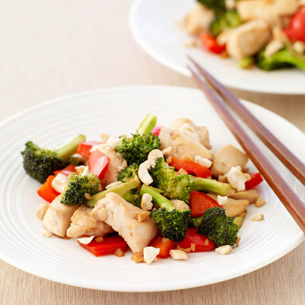 Photo of Stir-fried chicken with broccoli, red peppers and cashews by WW