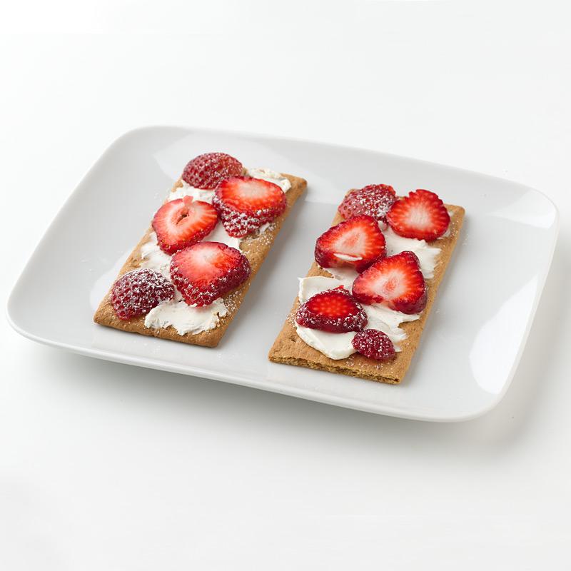 Photo of Mini Strawberry Cheesecake Tarts by WW