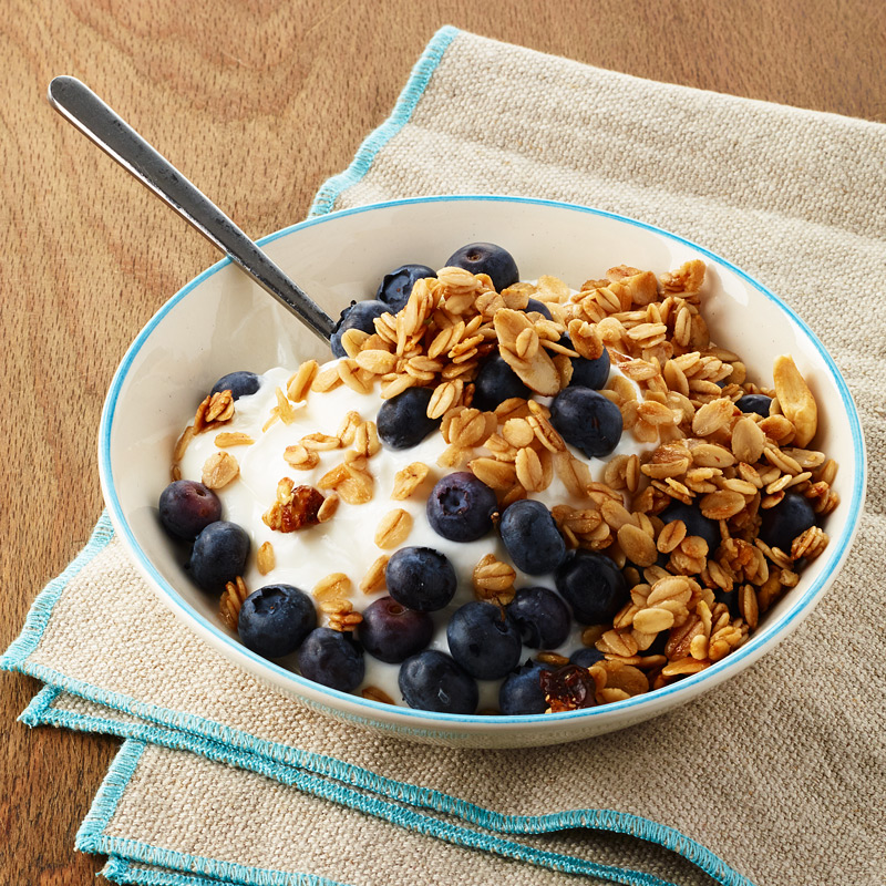 Yogurt with Blueberries and Granola - Meal for One | WW USA