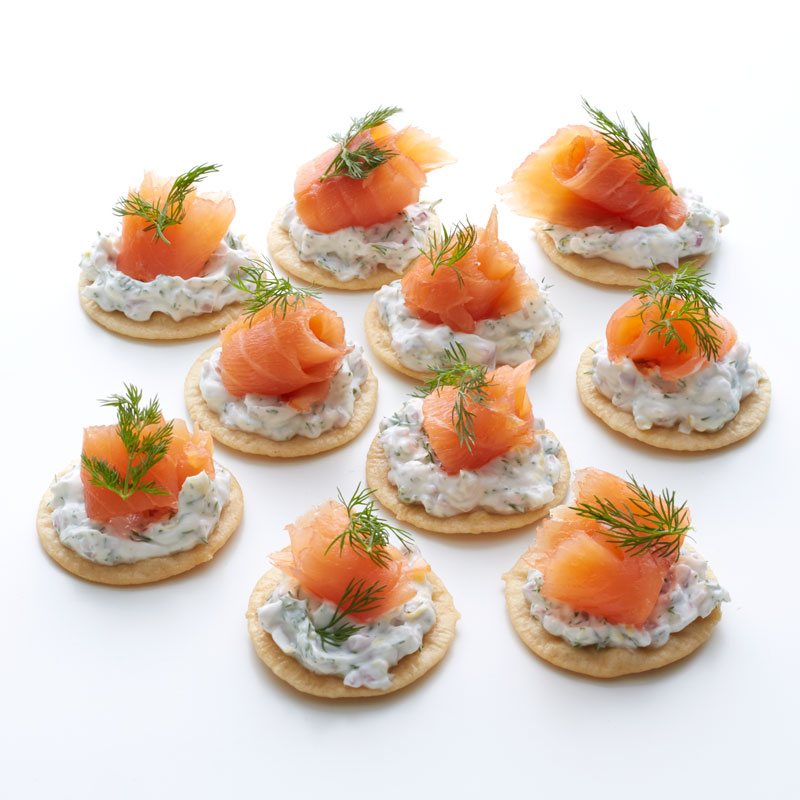 smoked salmon canaps with dilled yogurt - Canapes
