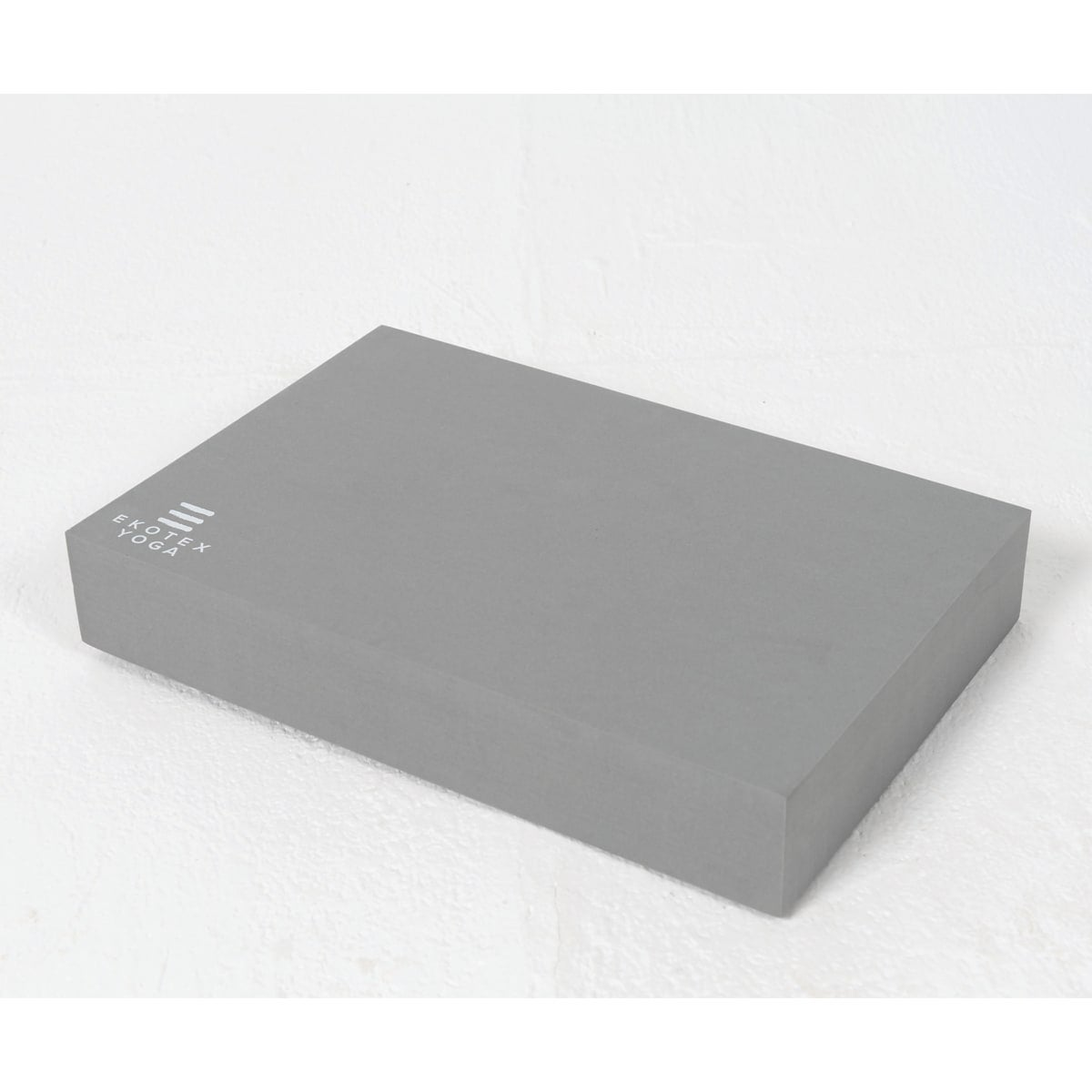 Ekotex Recycled Foam Yoga Block, colour storm grey, made from 60% recycled/reclaimed EVA, high-density and durable, size 30.5 cm x 20.5 cm x 5 cm